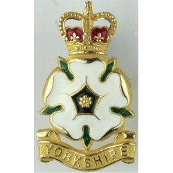 Adjutant General's Corps 46mm High Queen's Crown. Silver-plate and gilt Officers' metal cap badge