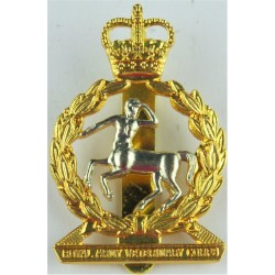 Royal Army Veterinary Corps  with Queen Elizabeth's Crown. Bi-metallic Other Ranks' metal cap badge