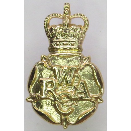 Army Air Corps - 1st Pattern - Pre-1961 FL - Eagle In Wreath with Queen Elizabeth's Crown. Anodised Staybrite collar badge