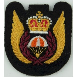 Canada - Para-Rescue Wings 1972-1981 with Queen Elizabeth's Crown. Embroidered Parachute jump wings or badge