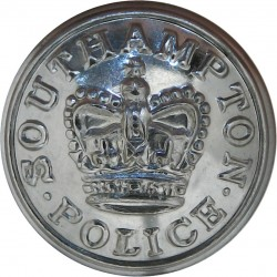 Southampton County Borough Police 24mm - 1952-1967 with Queen Elizabeth's Crown. Chrome-plated Police or Prisons uniform button