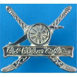Oman Artillery Regiment   Silver-plated Officers' metal cap badge