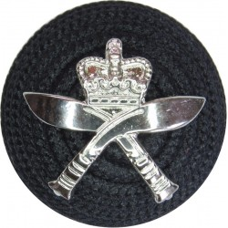 Royal Gurkha Rifles On Black Boss with Queen Elizabeth's Crown. Silver-plated Officers' metal cap badge