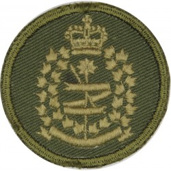 Canadian Intelligence Corps Green Bush Hat Badge with Queen Elizabeth's Crown. Embroidered Other Ranks' cap badge