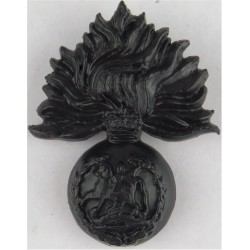 Royal Regiment Of Fusiliers - Black Plastic - V.Rare N Ireland Issue  Plastic Bakelite plastic cap badge
