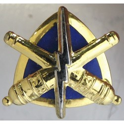 Canadian Armed Forces Land Ordnance Engineering   Gilt and enamel Officers' collar badge