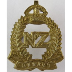 New Zealand Expeditionary Force 'Onward' Scroll with King's Crown. Brass Other Ranks' collar badge