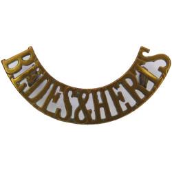 Bedfs & Herts (Bedfordshire & Hertfordshire Regiment Post-1921  Brass Army metal shoulder title
