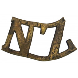NZ (New Zealand) - Curved - Probably Boer War - Cast See Carbett P.129  Brass Army metal shoulder title
