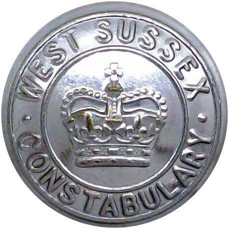 Royal Ulster Constabulary GC - Black 17.5mm - Post-1952 with Queen Elizabeth's Crown. Horn Police or Prisons uniform button