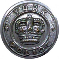 Great Grimsby Police 17.5mm - 1952-1967 with Queen Elizabeth's Crown. Chrome-plated Police or Prisons uniform button